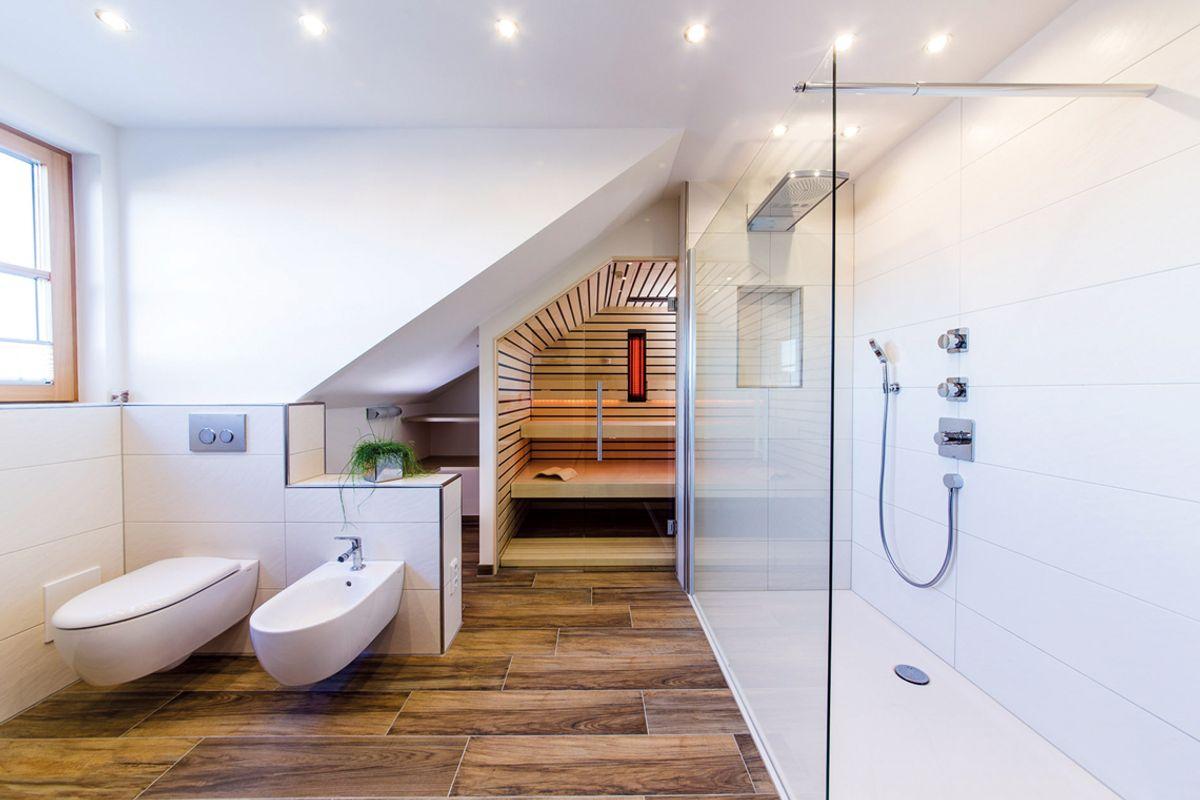 stunning moderne bder mit dachschrge photos interior